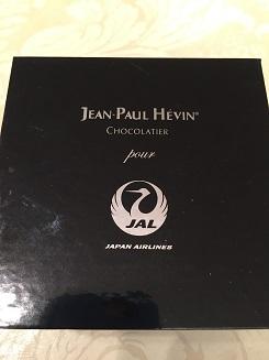 JALのファーストクラスに搭乗するとジャンポールエヴァンの素敵なマカロンが