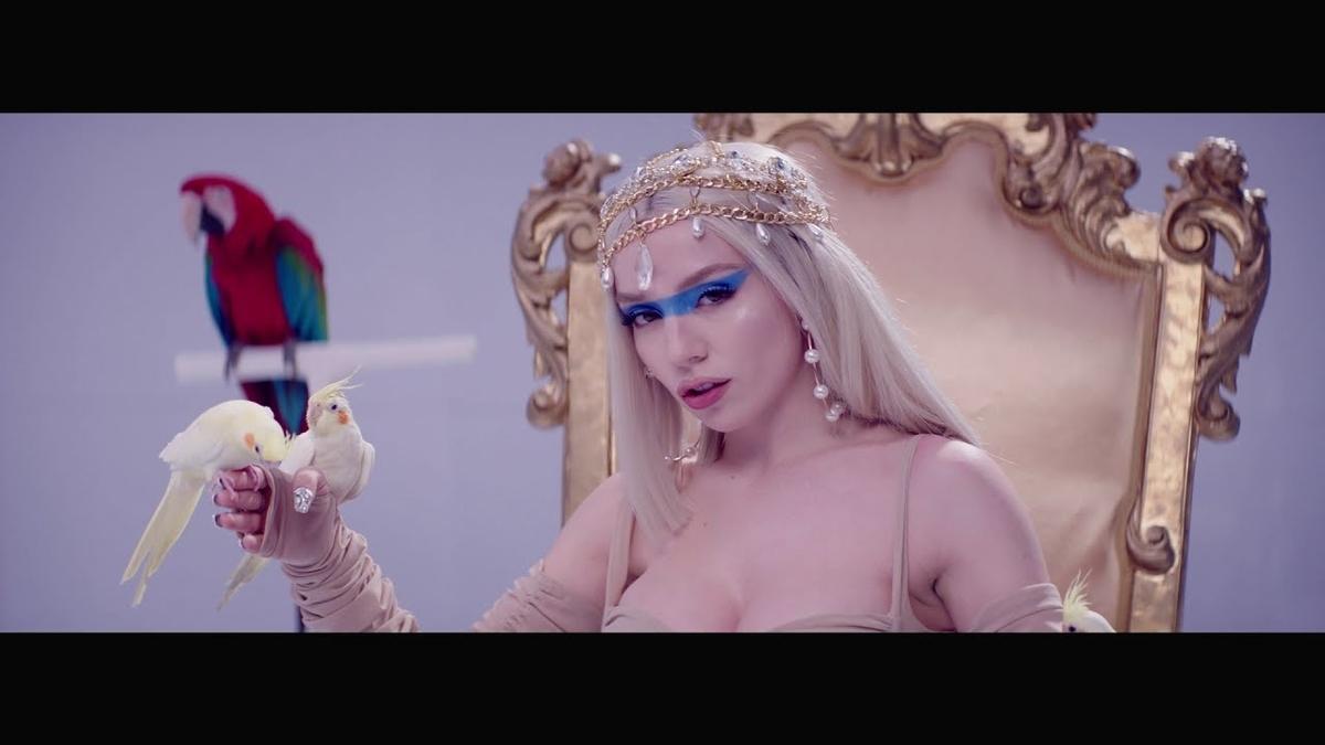 Ava Max - Kings & Queensの歌詞和訳まとめ