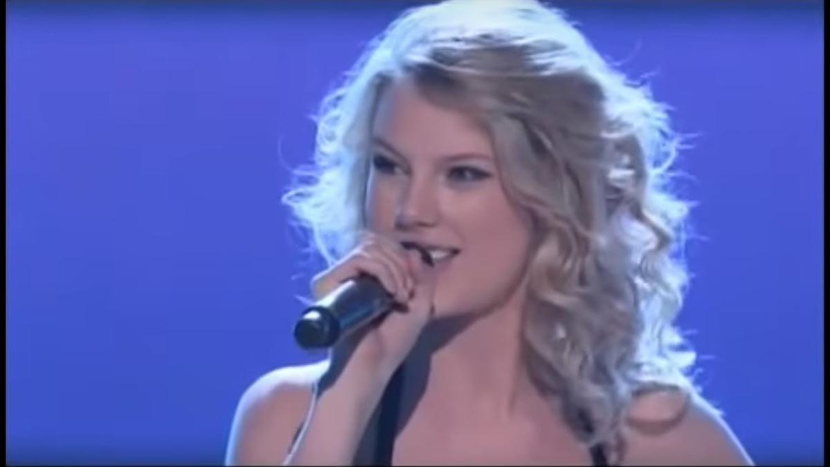 Taylor Swift - Should've Said Noの歌詞和訳まとめ