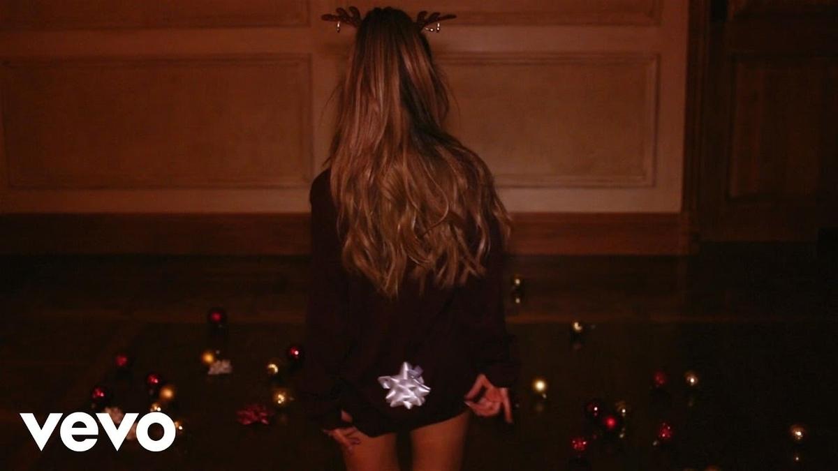 Ariana Grande - Santa Tell Meの歌詞和訳まとめ