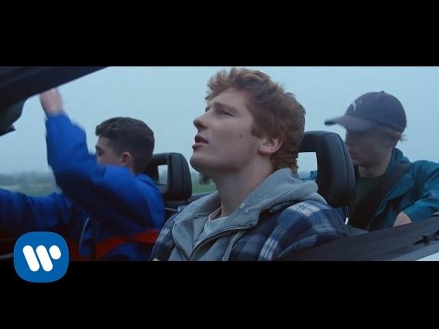 Ed Sheeran - Castle On The Hillの歌詞和訳まとめ