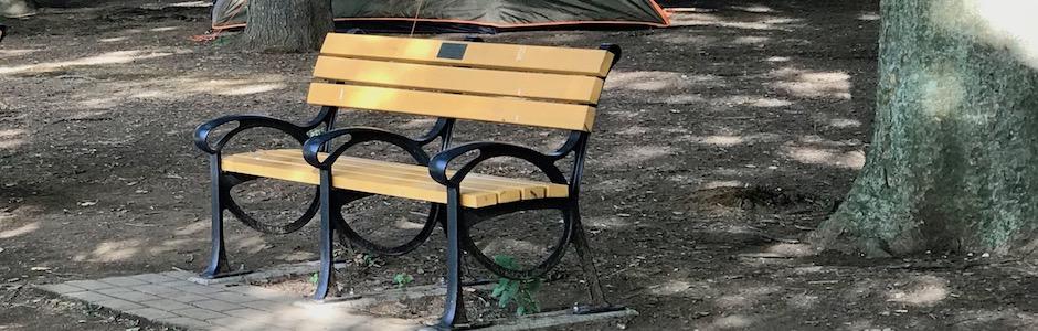 空っぽのベンチ