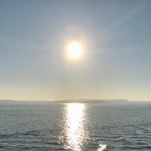 浦賀水道の朝日