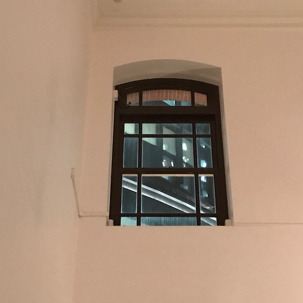 美術館の窓