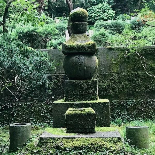 西田幾多郎墓石