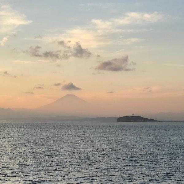 葉山から江ノ島と富士山を望む