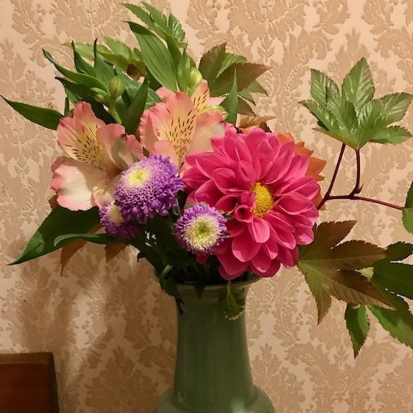 母が生けた花束