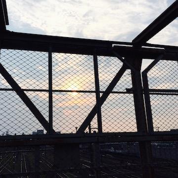 跨線橋の夕照