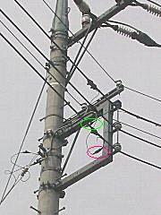 東電柱上のヒューズ破損