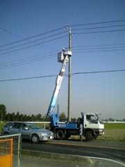 県道横断の引き込み工事。