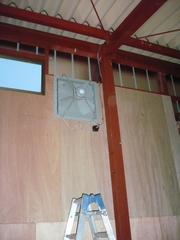 工業用換気扇も付け終わり。