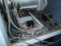 上尾で電動シャッターが解体作業中に断線です。