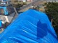 屋根瓦にブルーシートです。