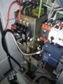 工作機械との電源接続中です。
