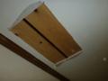 杉板が、開口したボード復旧の下地材です。
