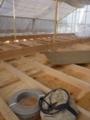 配線作業は、天井裏へ。
