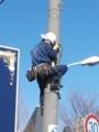 2013年冬、東京電力引込工事委託講習会で電柱に登ります。