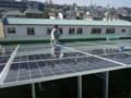太陽光パネルの清掃中です。
