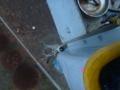 仮設鋼管ポールはバケット車でロープ引掛けてリフトアップ。引上げで