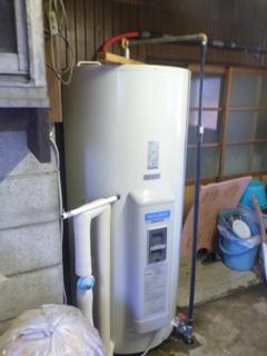 電気温水器が設置されました。