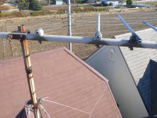 まずは、VHFアンテナから撤去です。