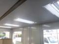 プレハブ事務所とりあえず、コンセント照明回りは完了です。