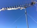 UHFアンテナに、風で飛ばされたビニールが絡まっていました。