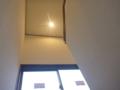 階段上もダウンライトが無事点きました。