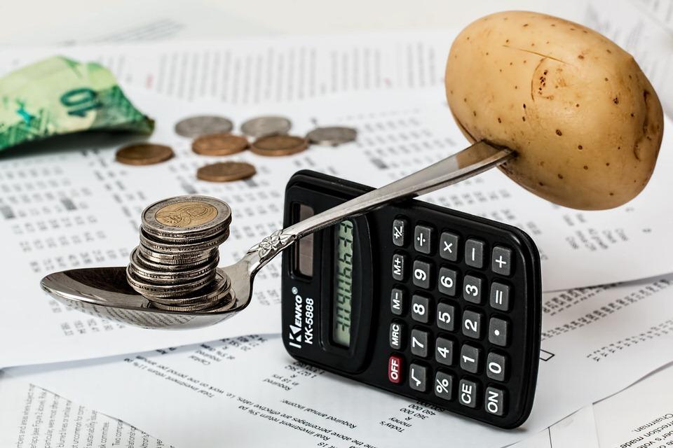 節約するには収支と収入のバランスを考える
