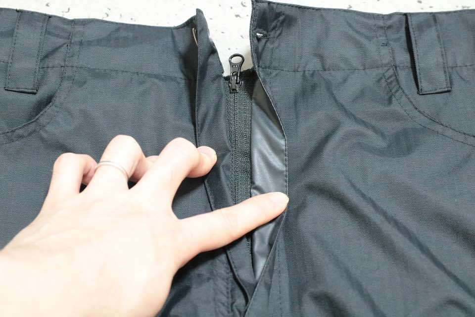 「FUBAR RAINPANTS JOGGER」のファスナー加工