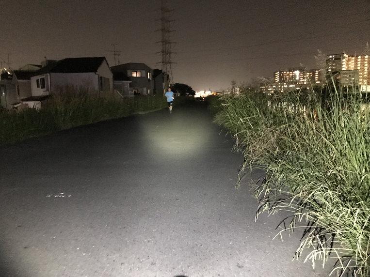 R250 ライトブラケットに取り付け遠方照射した写真