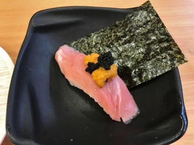 本鮪とろウニランブフィッシュキャビアのつかみ寿司