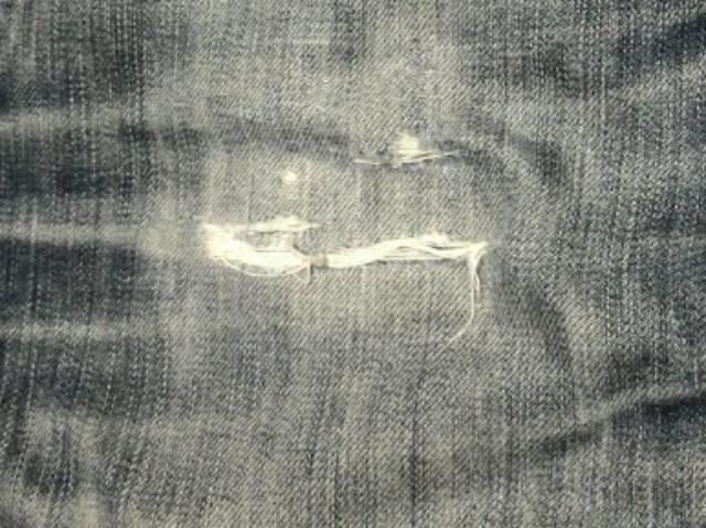 ジーンズの傷部分の拡大