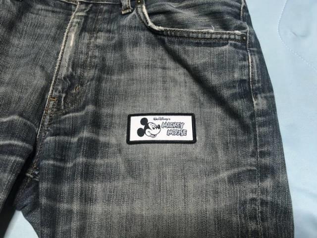 ダイソーのワッペンでジーンズを補修