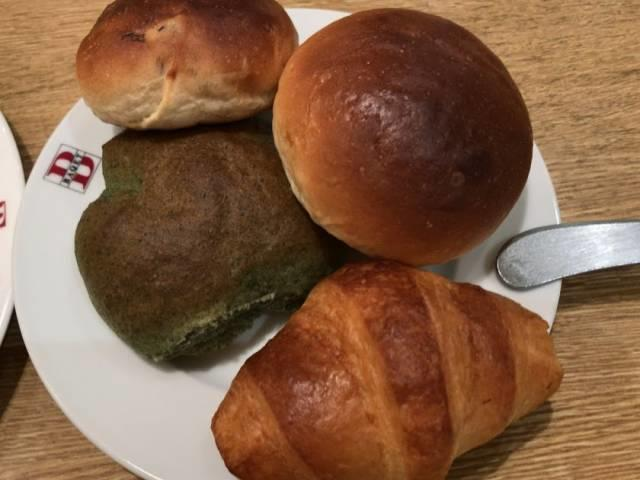 バケットのパン1