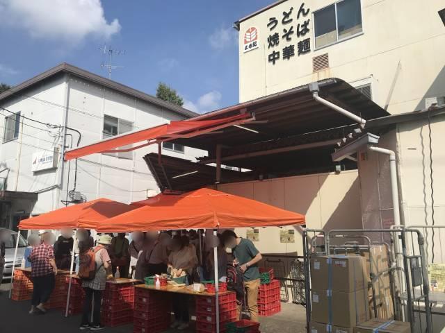 横浜丸紀製麺工場の直売会の様子1