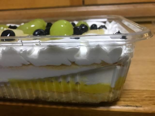 コストコの洋ナシスコップケーキを横から
