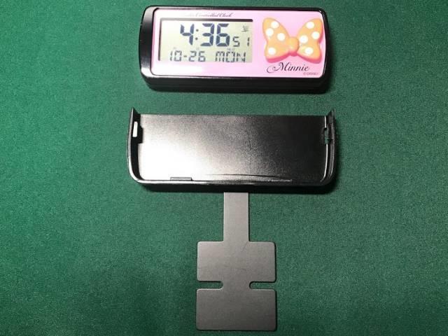 ナポレックスの電波時計(ミニー)の取り付けステーに両面テープを装着