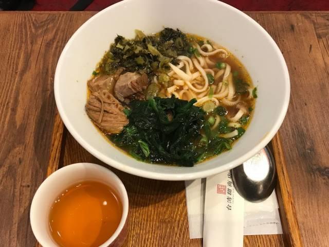 「台湾甜商店」の「牛肉麺」