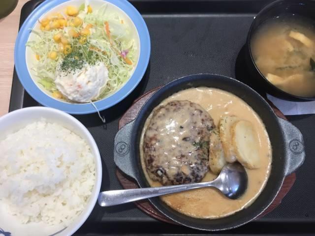 黒トリュフソースのビーフハンバーグ定食