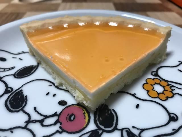 「ベイク&レア2層仕立てのチーズタルト」の断面