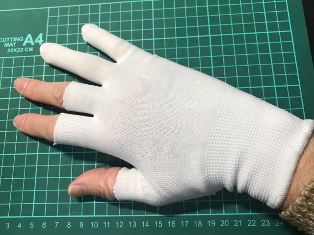 カットした手袋をつけたところ