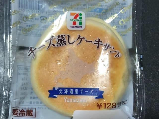 セブンプレミアムの「チーズ蒸しケーキサンド」パッケージ