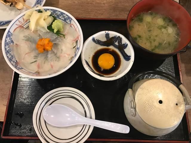 磯丸水産の「鯛の漁師丼」全体