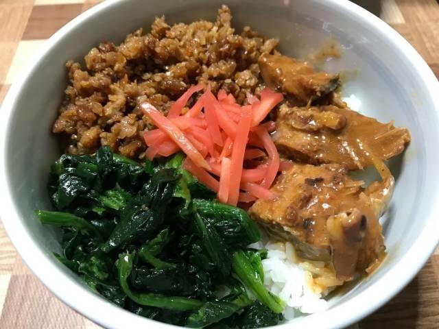 鶏そぼろ&サバの味噌煮丼