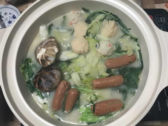 スガキヤ「和風とんこつ鍋つゆ」を使った鍋