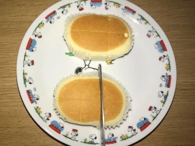 北海道チーズ蒸しケーキminiに切れ目を入れる