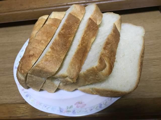 「ヨコ切りパンスライサー」で食パンを6枚切りした断面