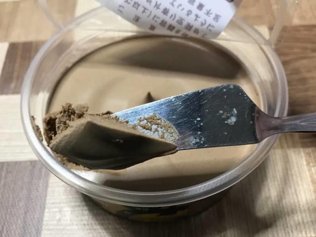 カルディの「コーヒーホイップクリーム」は塗り易い