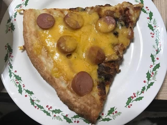 カットしたロピアのチーズピザ